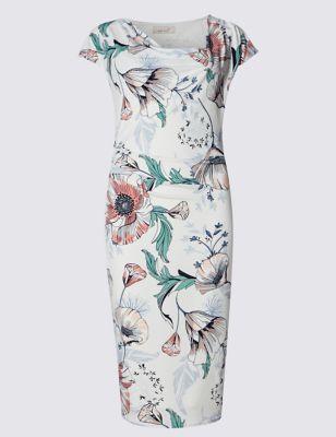 Прямое приталенное платье с крупными цветами