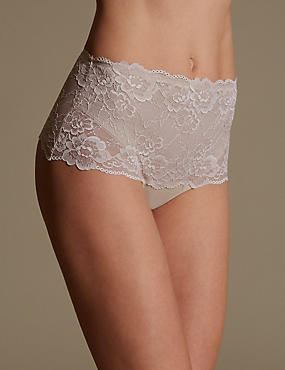 Light Tummy Control No VPL All Over Lace Thong, ALMOND, catlanding