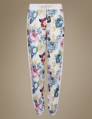 """Пижамные брюки из хлопка и вискозы с активным цветочным принтом """"Английская роза"""" от Marks & Spencer"""