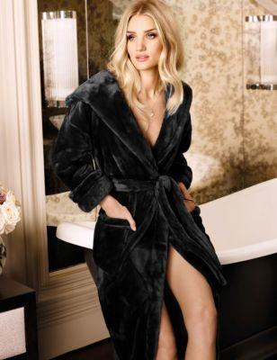 Ladies black velvet dressing gown – Dress blog Edin