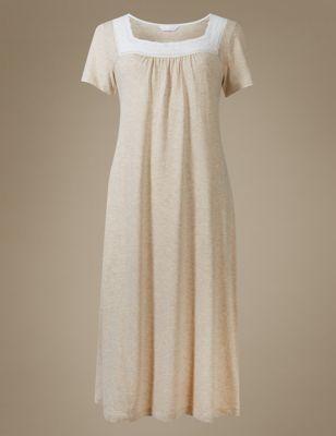 Расклешённая ночная рубашка из хлопка и модала с кружевом кроше M&S Collection T373645M