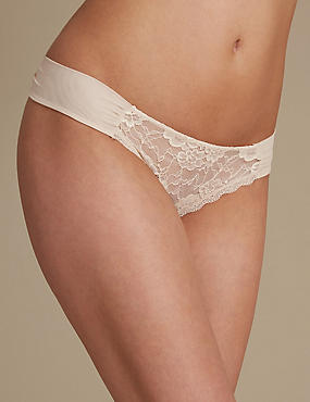 Rio Sweetheart All Over Lace Thong, ALMOND, catlanding