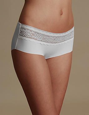 Smoothlines™ No VPL Lace Low Rise Shorts, WHITE, catlanding