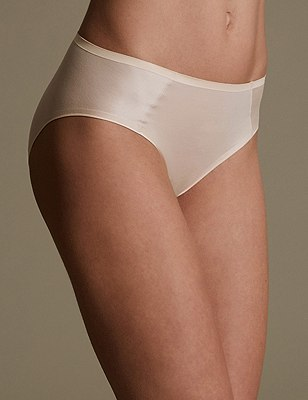 Sumptuously Soft High Leg No VPL Knickers, FAWN, catlanding