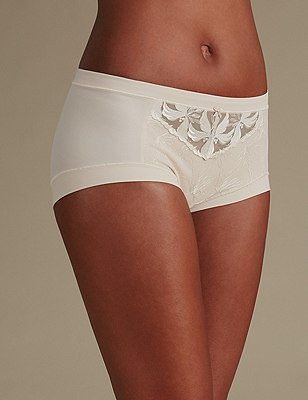 Hibiscus Lace High Rise Shorts, ALMOND, catlanding