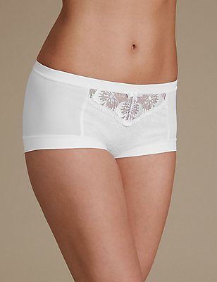 Flora Embroidery High Rise Shorts, WHITE, catlanding