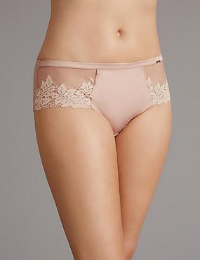 Applique Lace Low Rise Shorts, FUDGE, catlanding
