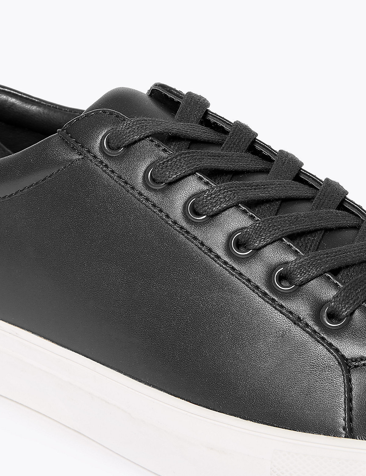 Кеды с контрастной подошвой на шнурках