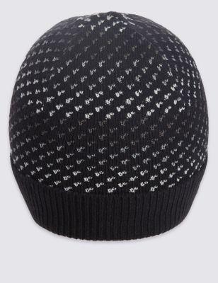 Вязаная шапка с рисунком