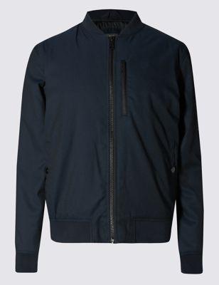 Слегка приталенная куртка-бомбер с утеплителем