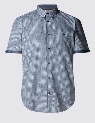 Слегка приталенная рубашка с геометрическим принтом
