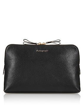 Luxury Leather Washbag, , catlanding