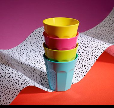 Colourful picnicware