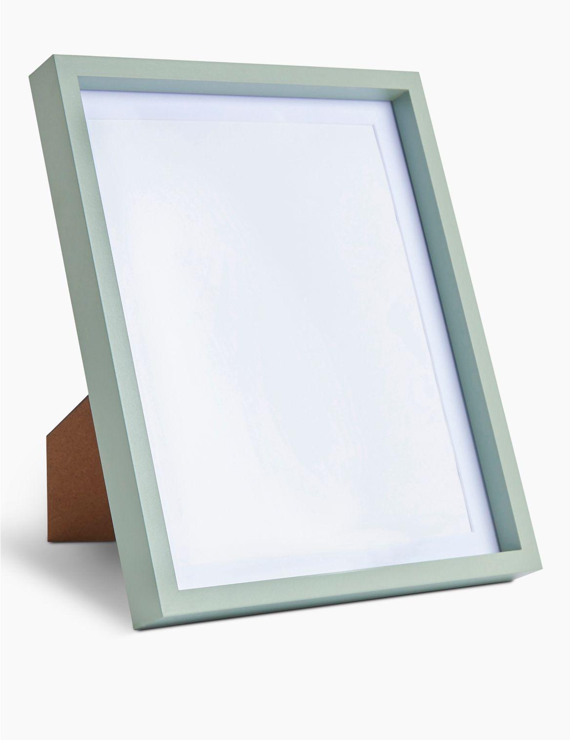 Cadre photo 20 x 25cm. DimensionsHauteur:29.7 cm;Largeur:24.7 cm;Profondeur:2.9 cm;Poids:0.73 kg;Fiche produitImage avec cadre: 20,3 x 2