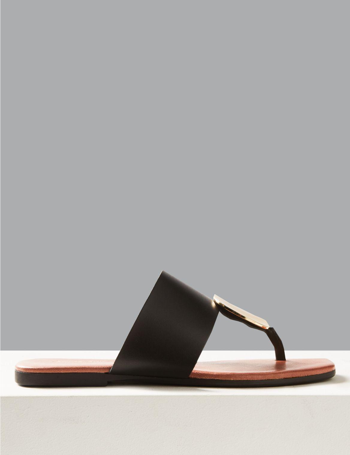 Sandales en cuir avec entre-doigts orné d'un disque