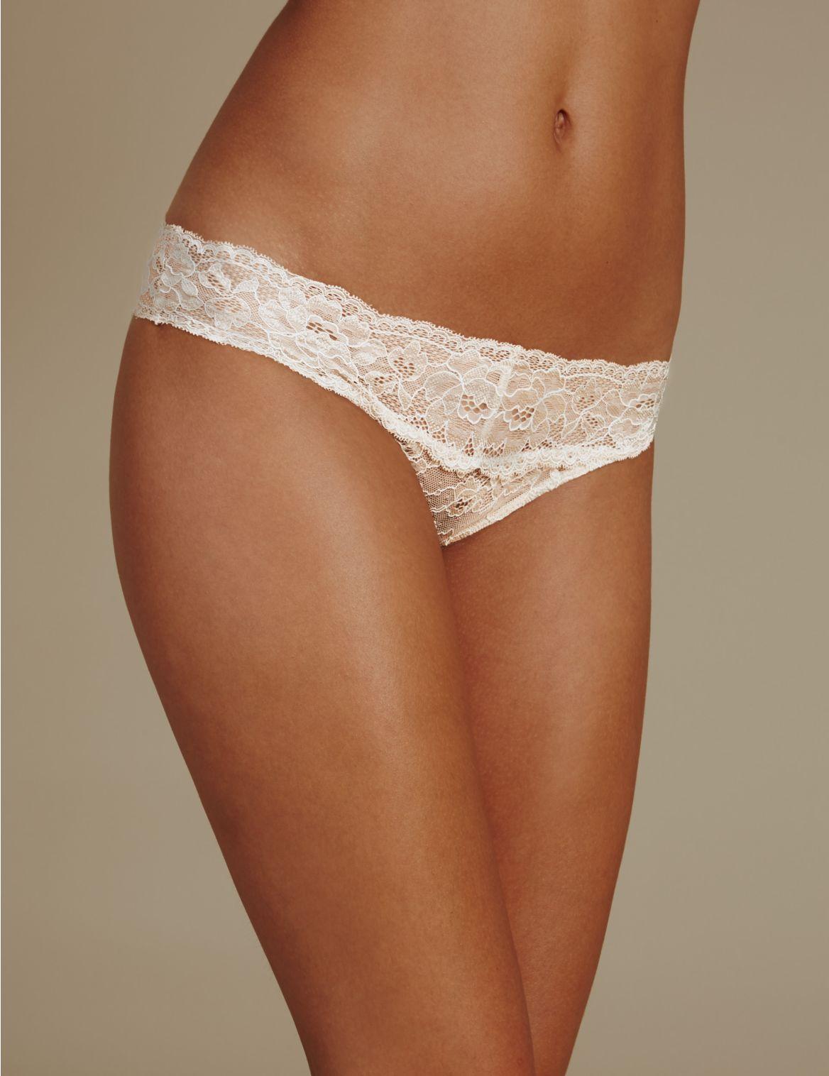Culotte bikini ornĂŠe de dentelle fleurie