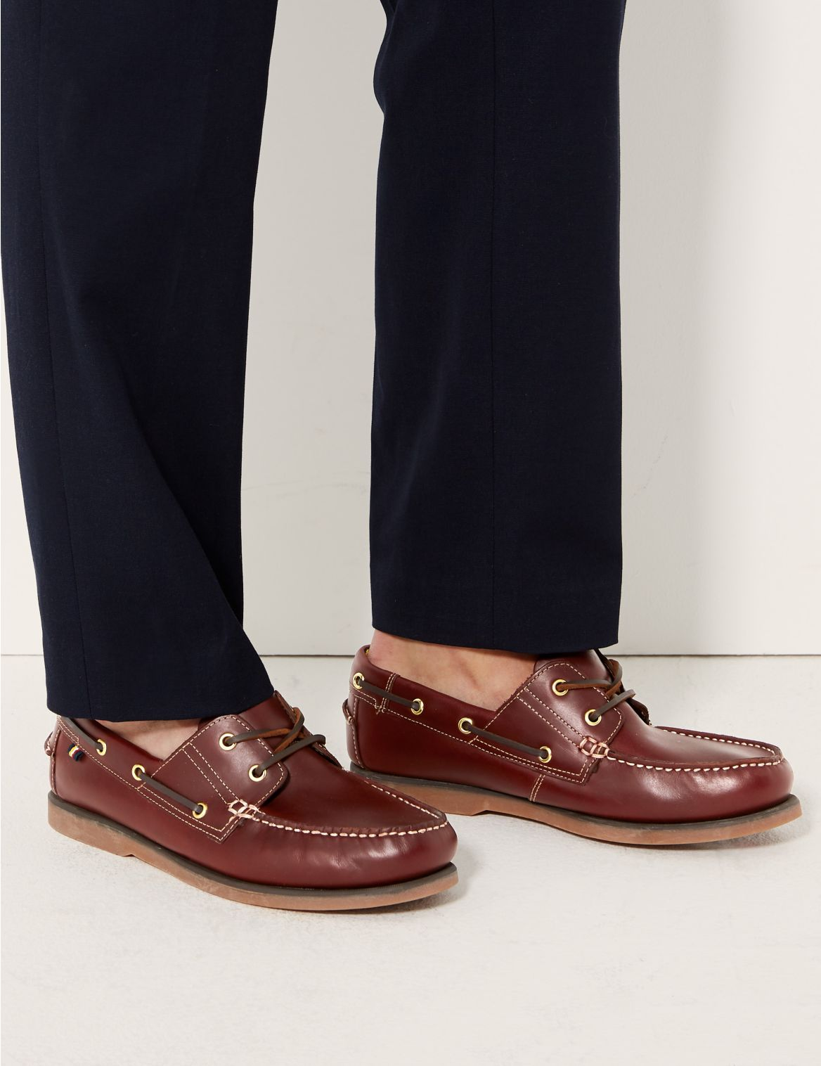 Chaussures bateau extra-larges en cuir. Chaussures bateau extra-larges en cuir