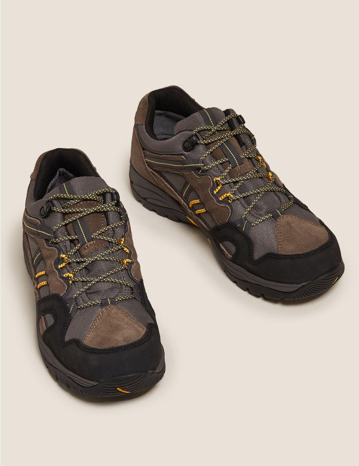 Chaussures de marche imperm??ables. Chaussures de marche imperm??ables