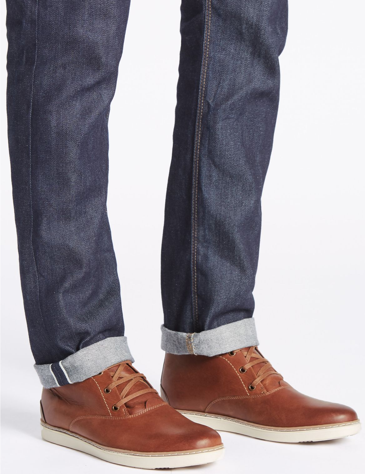 Bottines Chukka en cuir Ă  lacets