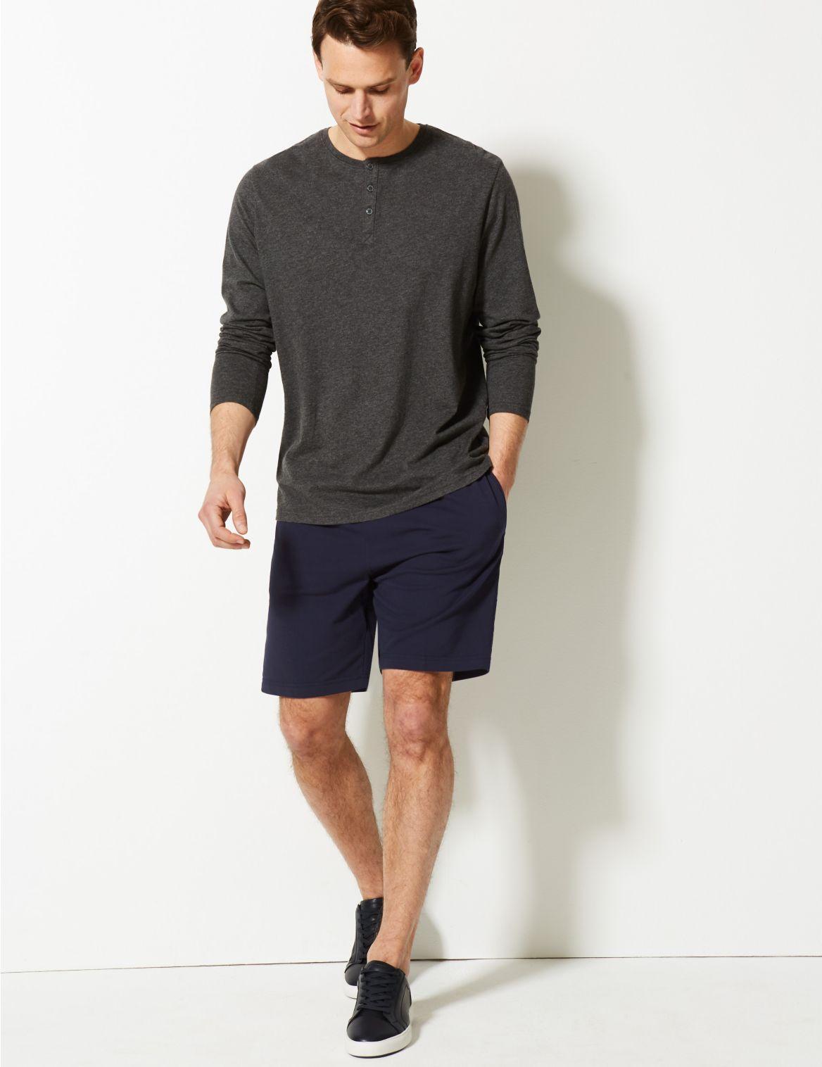 Short en coton style sweat. StyleForme du produit:Short de sport;Coupe standard;Taille ??lastique;Tissu extensible