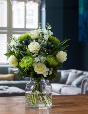 The Collection Rose & Seathistle Bouquet (Available for delivery from 28th December 2018)