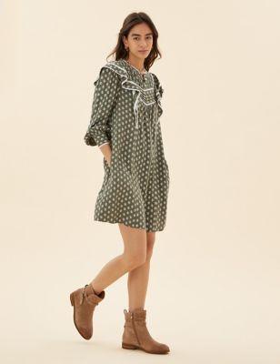 Leaf Print Pintuck Knee Length Shift Dress