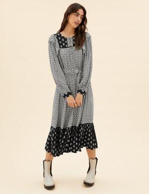 Geometric Round Neck Midaxi Waisted Dress