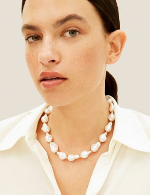 Short Heart Shaped Pearl Effect Necklace