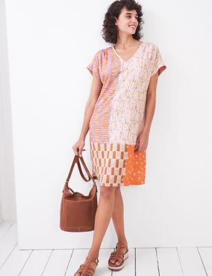 Printed V-Neck Knee Length Shift Dress