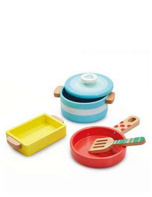 Wooden Kitchen Pots and Pans (3+ Yrs)