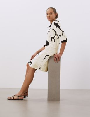 Floral Collared Knee Length Shift Dress