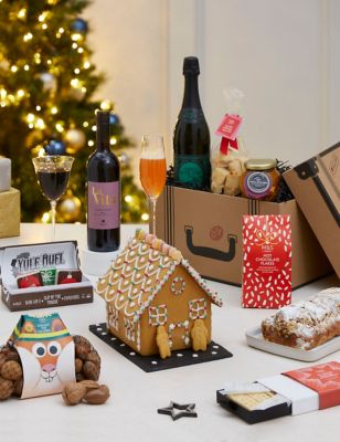 Holiday in a Suitcase Activity Box (Delivery from November 2021)