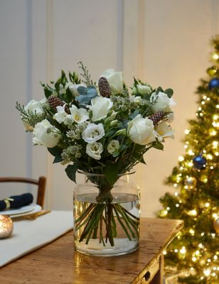 Winter White Flowers Bouquetta (Delivery from 18th November 2021)